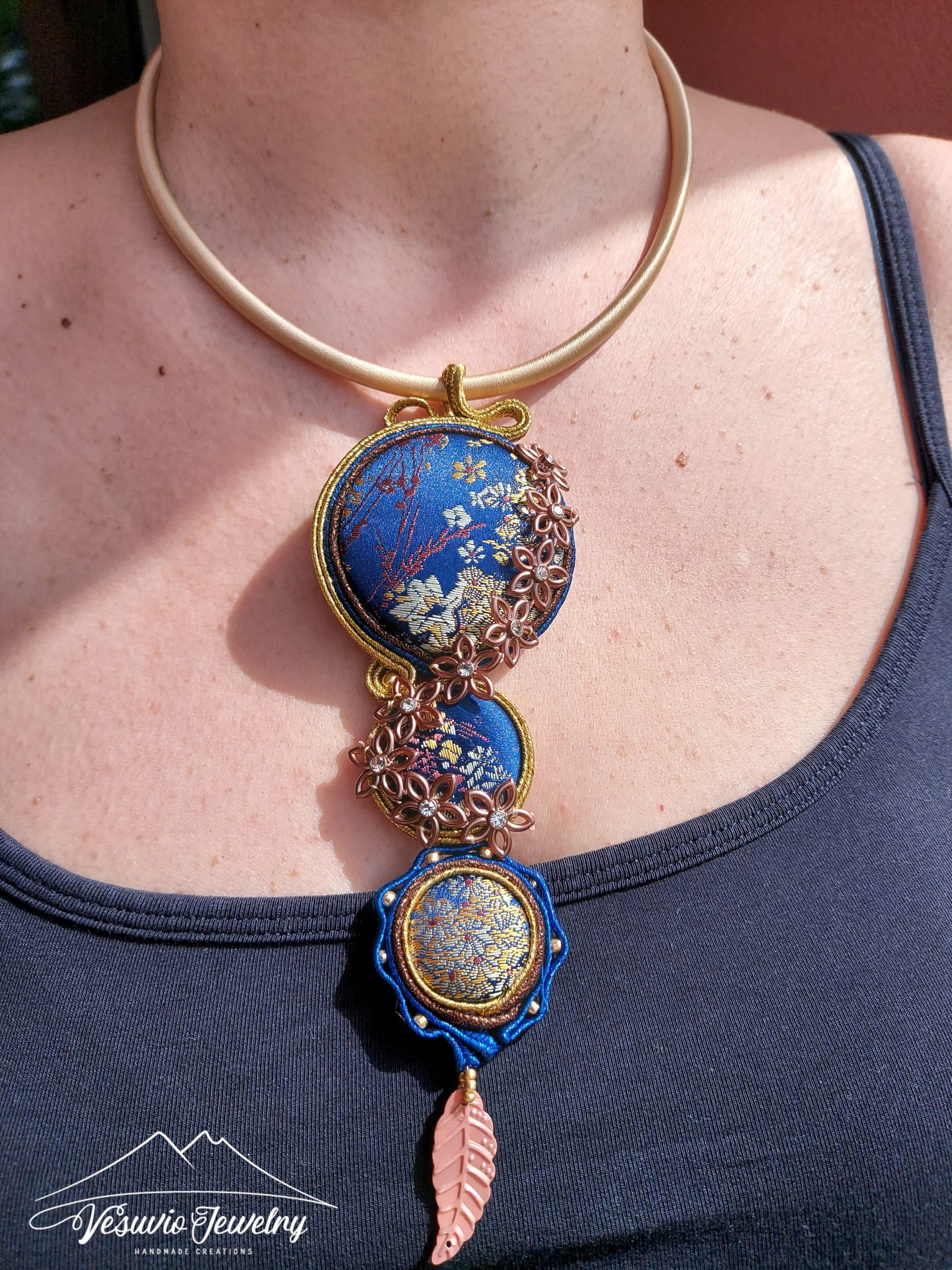 golden-flowers-necklace-1